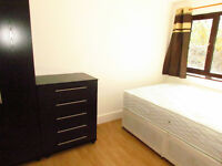 DOUBLE ROOMS TO RENT NEAR KING GEORGE HOSPITAL AND ROMFORD QUEE`S HOSPITAL