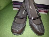 Ladies Skechers (New in Box) Size 5 Chocolate Brown ***£20*** (sold pending collection)