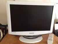 SAMSUNG 18 INCH TV HD ready DV3 - white