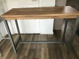Modern Console table in excellent condition
