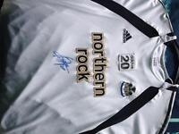 Albert luque worn and signed training top