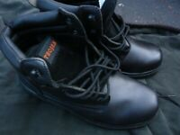 2 x pair new work boots size 9 £20