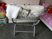 IZZIWOTNOT GREY MOSES BASKET AND STAND