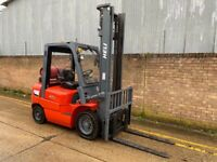 2011 Heli 2.5t gas forklift. Sideshift, low hours