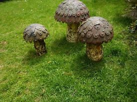 Set of 3 Quirky Metal Garden Mushrooms Rusty/Distressed Tallest is 17 inches High