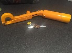 Manual gear lock