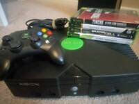 Original Xbox console with controller and 4 games and all leads.