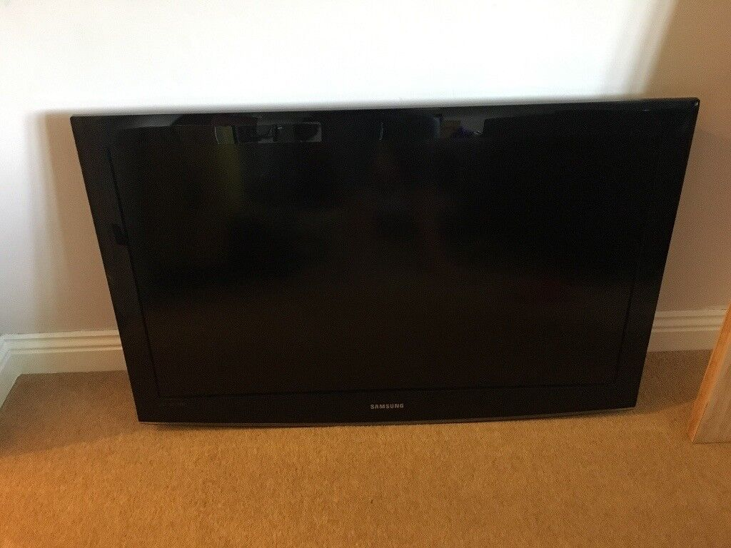 samsung flat screen tv on wall. 46 inch samsung flat screen lcd tv including wall bracket. no stand. listed @ tv on