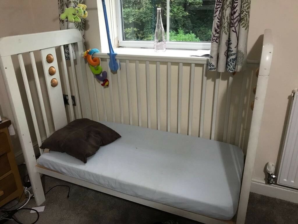 Cosseto baby cot good condition