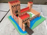 VGC Collectors item Tiger Toys King Henry's Castle wood wooden. Childhood memories