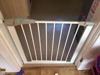 3 lindam stairgates