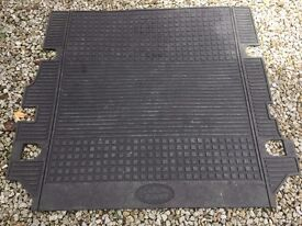 Discovery 4 or 3 boot mat