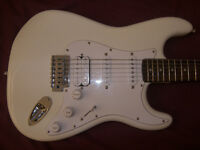 Fender Squier Stratocaster Electric Guitar HSS + Gig Bag. / White.