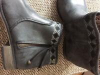 NEW Roxy grey ankle boots