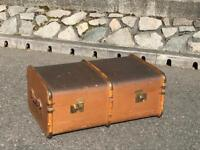 VINTAGE STEAMER TRAVEL TRUNK/COFFEE TABLE