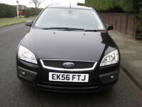 Ford Focus Ghia 115 5 Door Hatchback Black in excellent condition