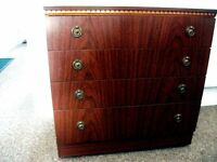 Dark mahogany chest of drawers with 4 drawers, in polished dark mahogany, very good condition.