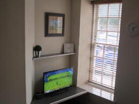 2 Bed Modern flat available for immediate entry.
