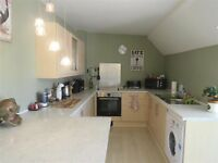 **AMAZING**TWO BEDROOM FLAT**PURLEY**PART DSS ACCEPTED WITH GUARANTOR**