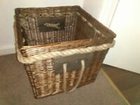 BEAUTIFUL LARGE WICKER STORAGE BASKET 2FT BY 2FT ROPE HANDLES