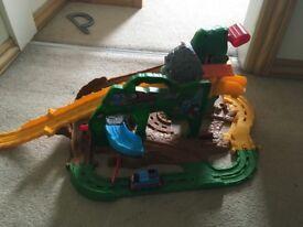Thomas the tank take n play skull island