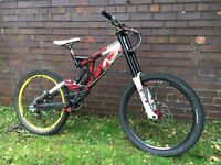 ***Specialized downhill full suspension mountain bike***