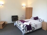 Large double bedroom available from 1st June...