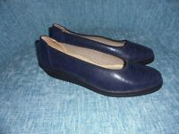 Women's shoes dark navy leather size 7, by Gabor Luftpolster, brand new