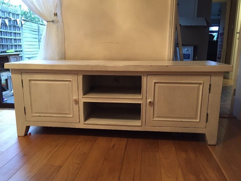 White shabby chic TV unit