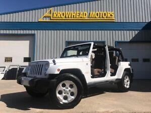 2014 Jeep Wrangler Unlimited Sahara 4 door leather JK mint