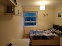 This is a comfortable and strategically located double room ideal for a couple or for singles in E14