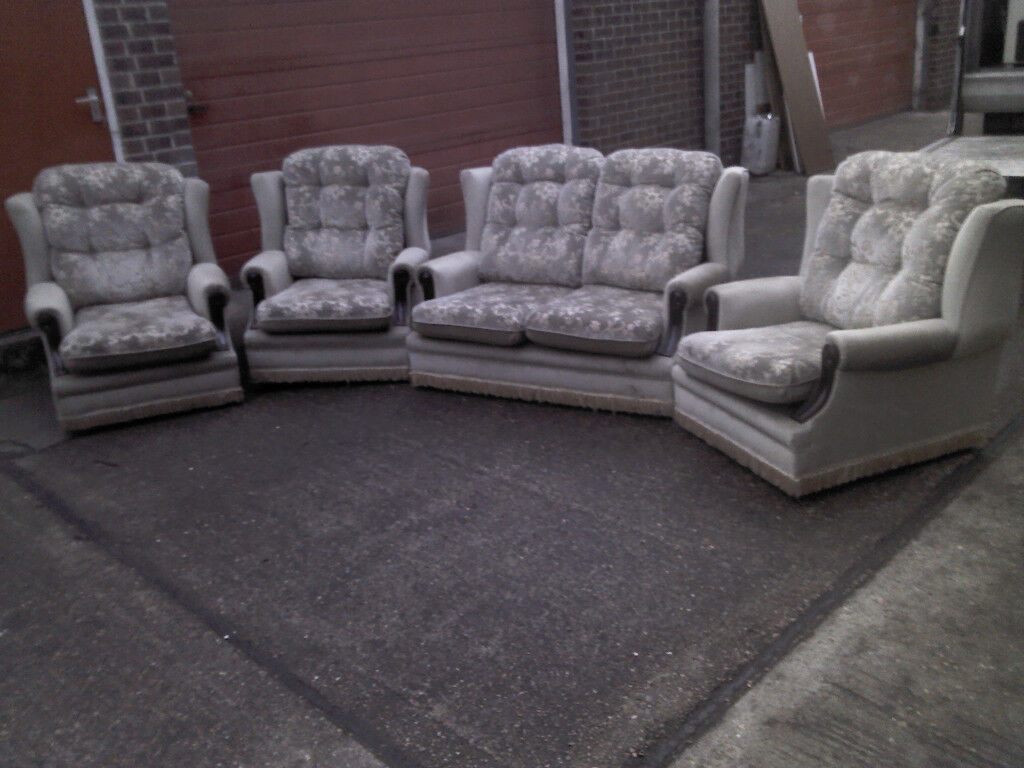 4 PIECE SUITE DOUBLE SOFA AND ARM CHAIRS