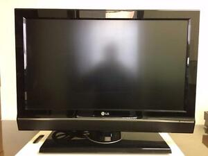 LG HIGH DEFINITION TV 32