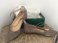 Brand new ladies shoes for sale. Taupe pumps with front tie, size 5. Perfect for holidays.