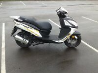 2015 sinnis shuttle 125cc scooter , low miles very tidy scooter
