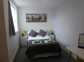 Double Ensuite rooms available in city apartment.