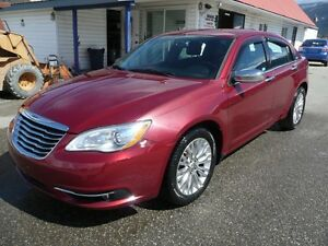 2011 Chrysler 200  SUNROOF Limited  DVD