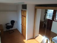 £80 a week, Double room, Professionals, Car park, 10 mins from Train station, Bus stop outside