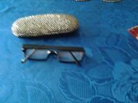 ladies reading glasses with case ( quality specs for medium to strong lenses)