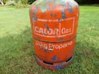 Propane gas cylinder with gas