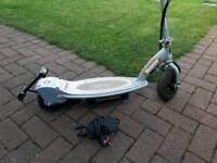 Electric razor scooter