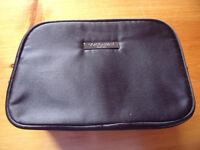 NEW Giorgio Armani Parfums zipped dark navy blue toiletry/make-up bag. £5 ovno.