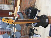YAMAHA BASS GUITAR FRETLESS MODEL BB400S