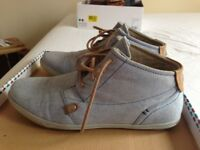 Mustang jeans fabric smart trainers size 40