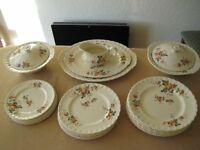 Grindley Cream Petal Dinner Service 1940's style