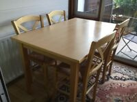 Attractive table and 4 dinning chairs