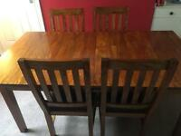 Extending dining room table, great condition