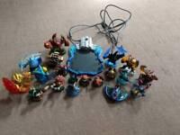 Skylanders bundle - 19 figures and 1 board