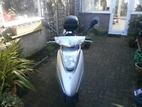 FOR SALE. YAMAHA VITY 125cc,Automatic scooter,silver,2009 reg 2,206 miles only!