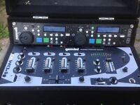 Gemini twin CD player with Gemini mixer in case ready to work